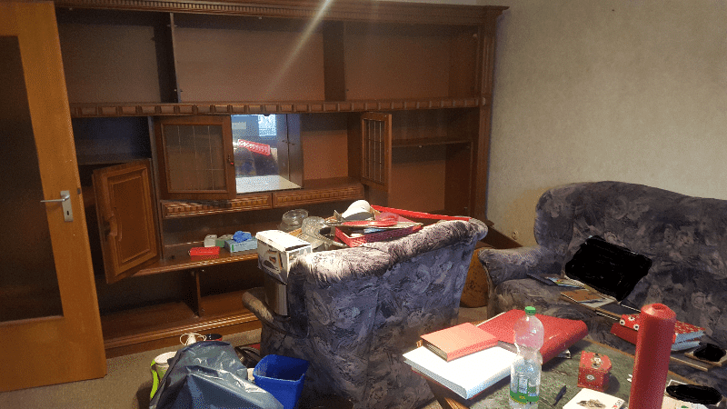 Beim der Entrümpelung eines Wohnzimmers